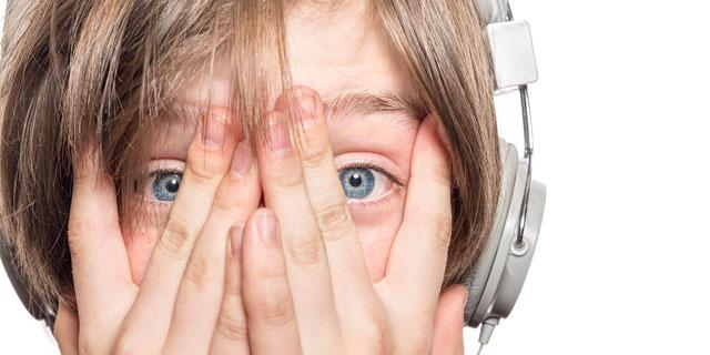 【警告】音響外傷で難聴も!イヤホンガンガン伝言ゲームはマネしちゃダメ!