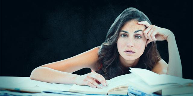 疲れを頭脳が無視する?疲労を蓄積するやりがちな4つの行為