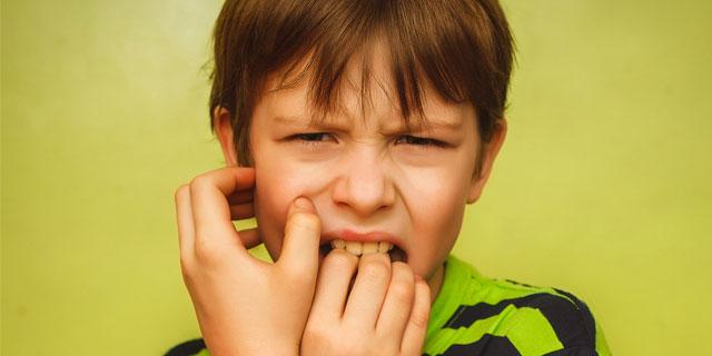 つい爪を噛んでしまうのは何故?爪噛みには5つの心理要因があった