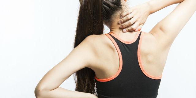 背中の痛みがある場合に疑われる「身近な5つの要因」について