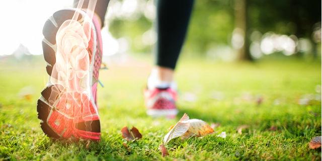 足底筋膜炎になりやすい人はどんな人? 痛みを和らげる方法とは