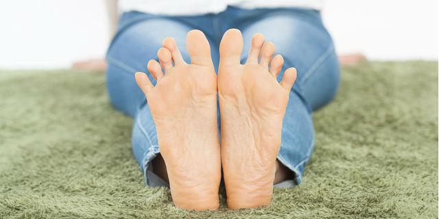 足の裏が痛い時に考えられる5つの疾患!原因と対処法とは?