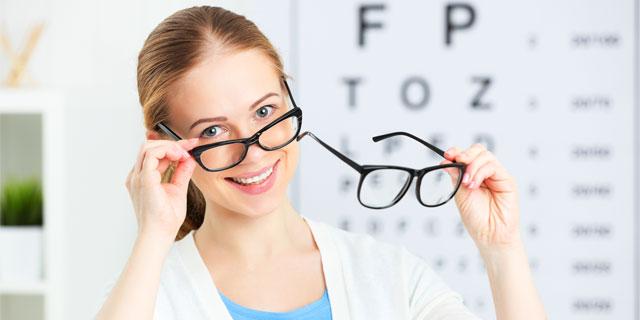 あなたは大丈夫?合わないメガネ・コンタクトが引き起こす6つの症状