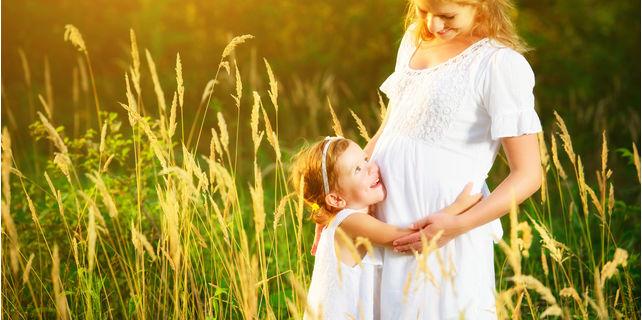 胎動はいつからはじまる? ママが知りたい開始時期と胎動の種類