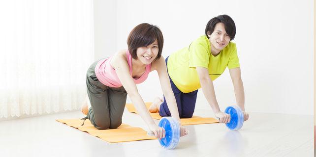 腹筋ローラーで理想的な腹筋を手に入れよう!正しい使い方と注意点