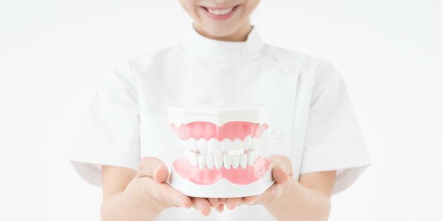 気になる歯並びをどうにかしたい!歯の矯正のメリット・デメリット