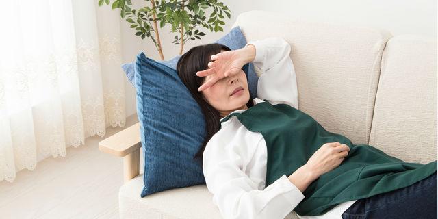 生理痛で頭痛が起きる原因とは?生理前にできる対処法もご紹介