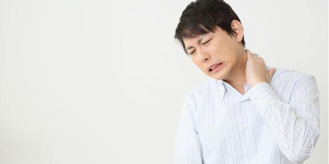 首の痛みの原因とは? 痛みを緩和する方法と予防対策