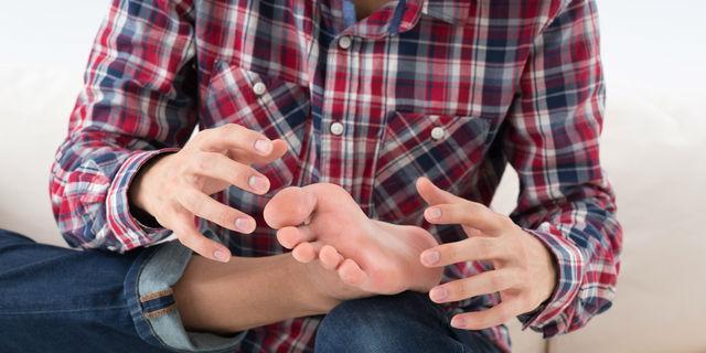 足のしびれは軽視できない!しびれの種類と疑われる5つの病気