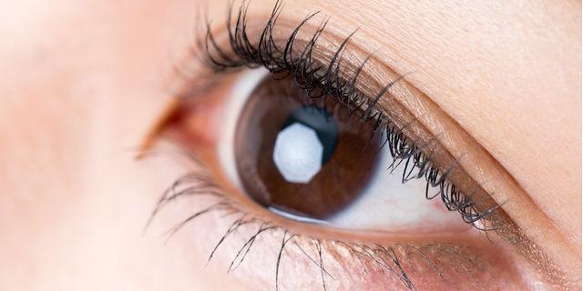 目やにが大量に出るのは体のSOS!考えらえる原因と対策方法