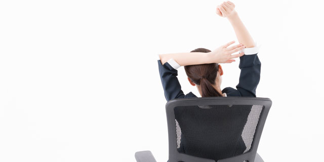 座り仕事で体調不良に…オフィスワークで起こりやすい5つの症状