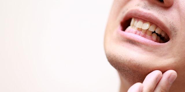 口の中を火傷したらすぐ応急処置を! 症状を抑える4つの方法