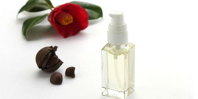 《美容効果抜群》椿油と馬油のオススメ使用方法とは?日常ケアにプラスしよう