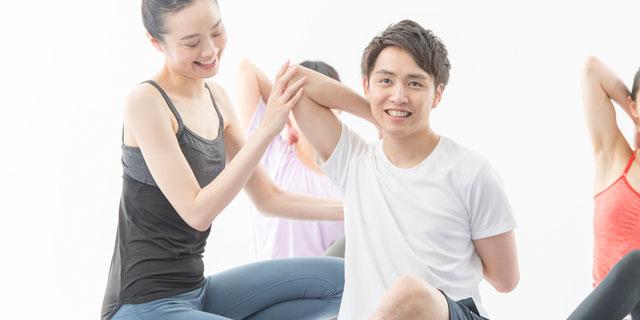 """""""メンズヨガ""""にハマる男性が急増中!ヨガの健康効果と簡単ヨガポーズ5選"""